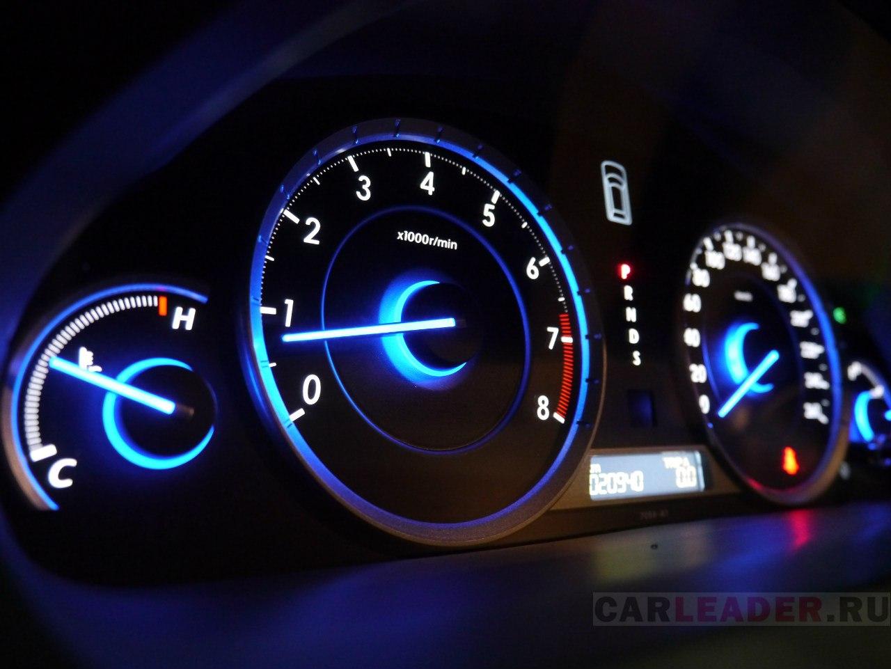 Причем, эта синева не вызывает тошноты, как в автомобилях Hyundai.
