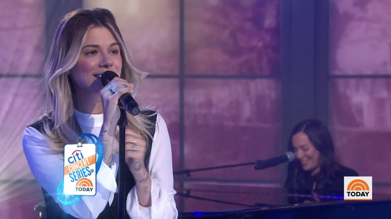Christina Perri perform lullaby 'A Thousand Years'