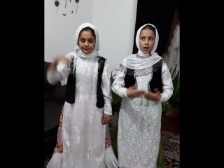 Маленькие Иранские талышки читают стихи