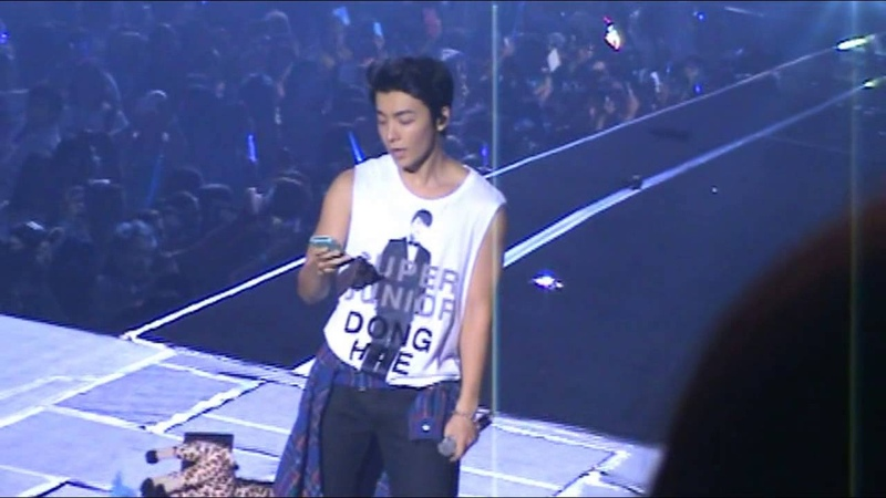 102413 SS5 Manila - Donghae steals an ELF's phone and calls her mommy