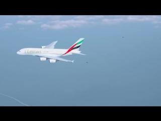 Совместный полет человека и гигантского лайнера Airbus - vk.com/p.obrazovanie