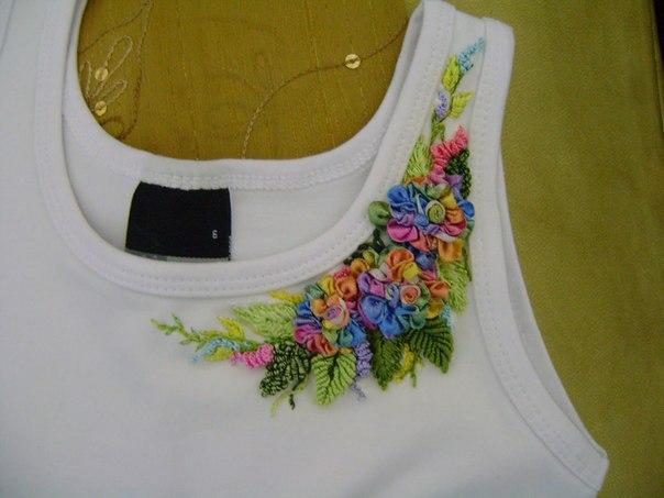 Декор маек вышивкой лентами. Идеи (6 фото) - картинка
