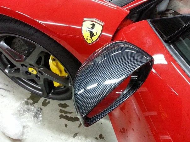 Фото: Красная Ferrari 458 - покрытие Такси-2 на черной базе