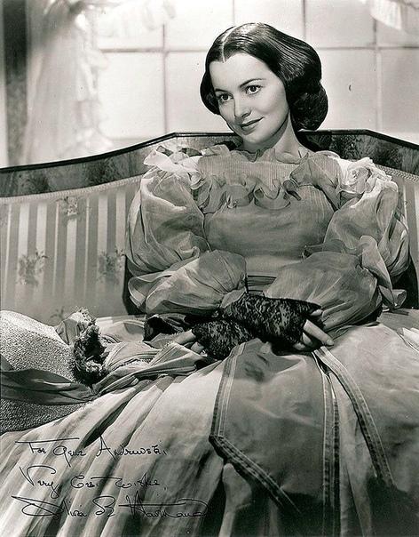 Оливия де Хэвилленд кино и жизнь Оливия де Хэвилленд родилась в Токио 1 июля 1916 году, работала и прославилась в Голливуде, снималась на телевидении, живет во Франции. Наград и премий за свою