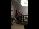 Бобров продолжает петь