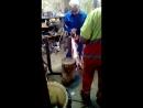 Подготовка к замене радиатора в подъезде дома Школьная 2