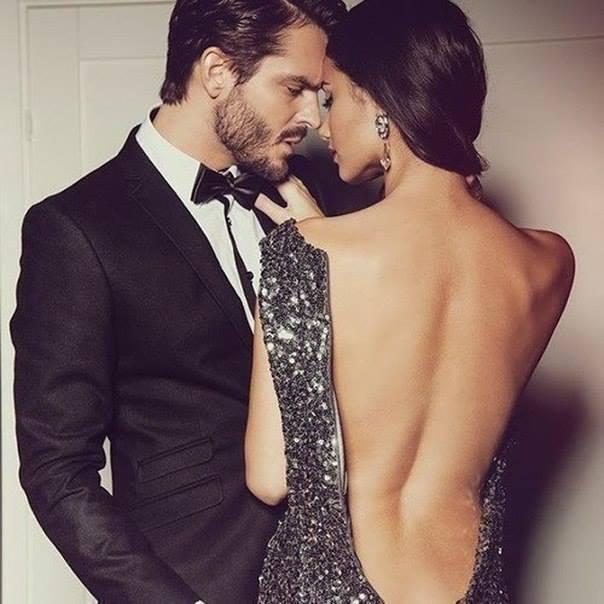 Смотреть как мушина и женщина целуются и снимают одежду 7 фотография