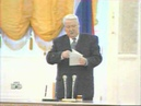 Пьяный Ельцин пытаться читать.