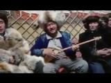 Монгольские казахи поют песню на казахском в юрте