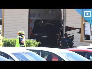 Toyota Kluger врезалась в школу в Сиднее