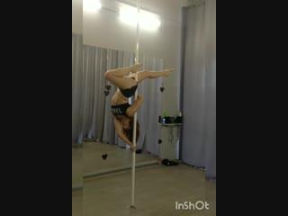 Pole dance связка на статике ученицы студия Динамика, тренер Пилюгина Лили