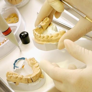 Что такое техник стоматологической лаборатории?