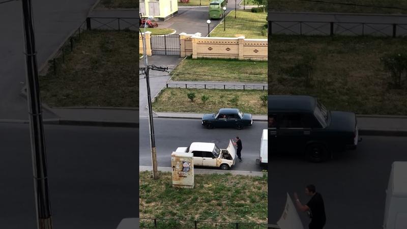 Взломали машину и вырвали аккумулятор средь бела дня 16.06.18