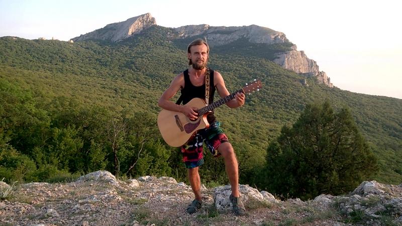 Песня Живи опвсно. Поёт Дмитрий Омахоа на фоне Ильяс-Кая и Храма Солнца.