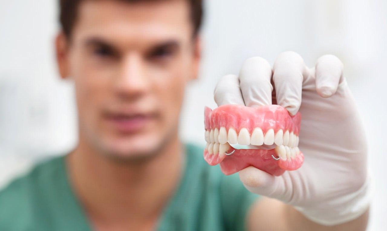 Преимущества протезирования зубов с использованием имплантатов