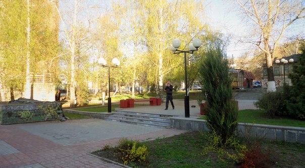 Классный парк недалеко от Звездинки, много места, многоуровневый ландшафт, дорожки, вода.