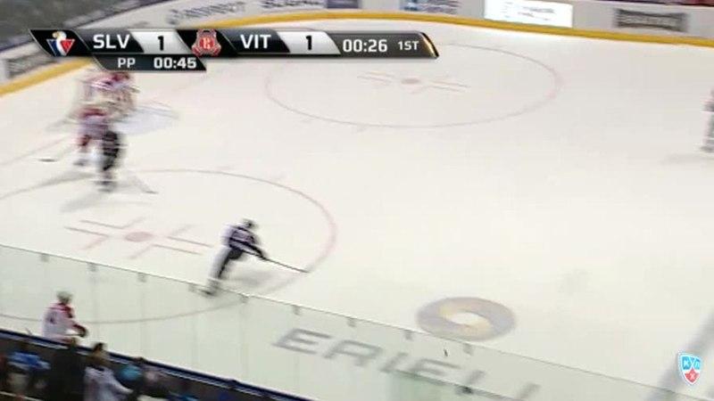 Моменты из матчей КХЛ сезона 1415 • Гол. 21. Баркер Кэм (Слован) забрасывает шайбу в ворота соперника в большинстве 16.01
