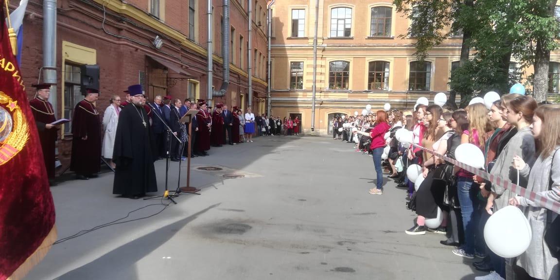 Протоиерей Вадим Буренин поздравил первокурсников