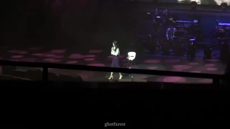 IU 아이유 - dlwrma Tour in Singapore - Fancam 직캠 - Gloomy Clock (Jonghyun) - 181215 [LIVE].mp4