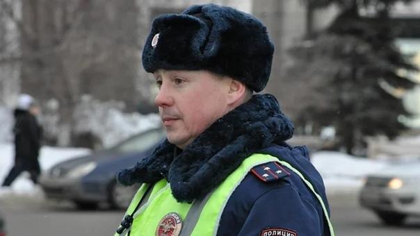 В феврале этого года произошла добрая история. Инспектор ГИБДД в Челябинске перекрыл дорогу ради хромой дворняги.