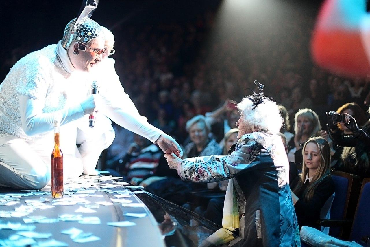 104 летняя поклонница Верки Сердючки
