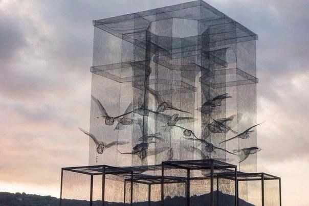 Инсталляция из проволочной сетки от Эдоардо Тресолди (Edoardo Tresoldi), сделанная в Марина-ди-Камерота, Италия.