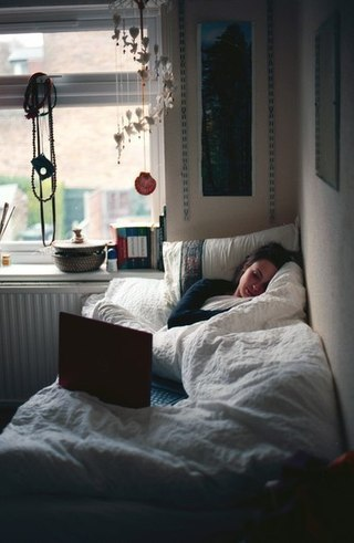 Нікому не потрібний, самотній, бо є ноутбук