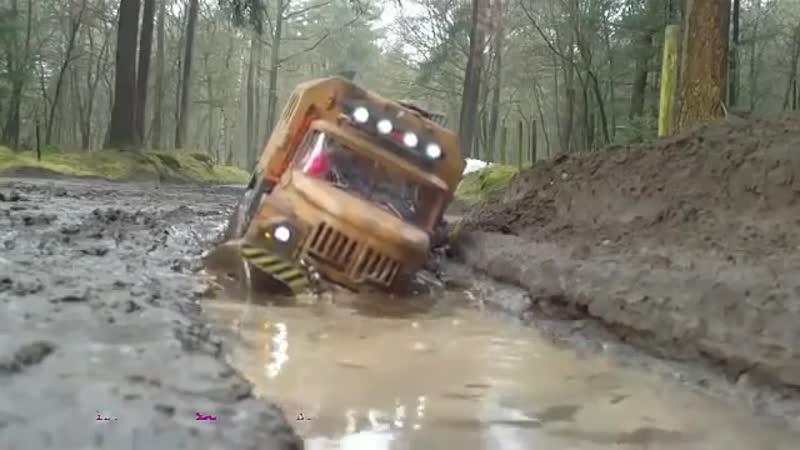 AXIAL Клуб любителей RC моделей... тест драйв рузовиков в грязи.