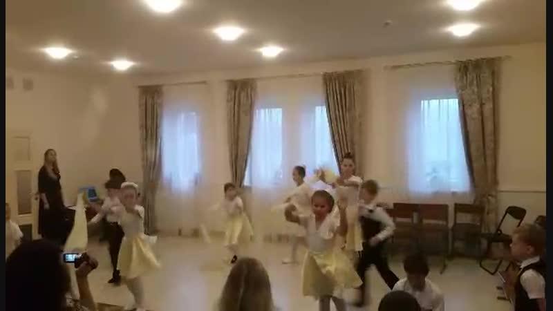 Мама (танец учащихся средней и младшей группы Храма Сретения Господня)
