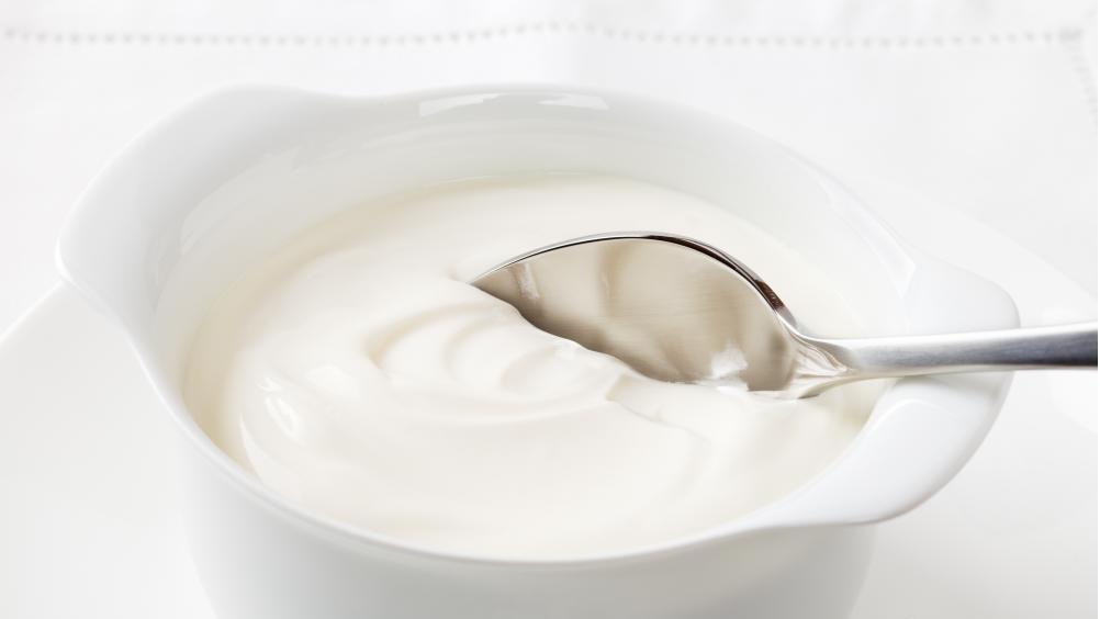 Употребление простого йогурта может лечить вагинальную инфекцию.