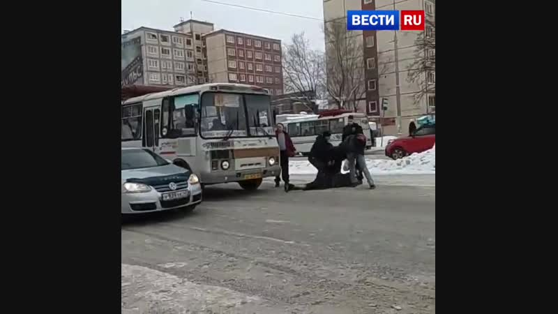 Скотч давай!: пассажиры скрутили дебошира, избившего водителя маршрутки
