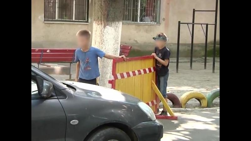 ТРК ОДЕСА - Діти в Одесі перекрили міждворовий проїзд та...