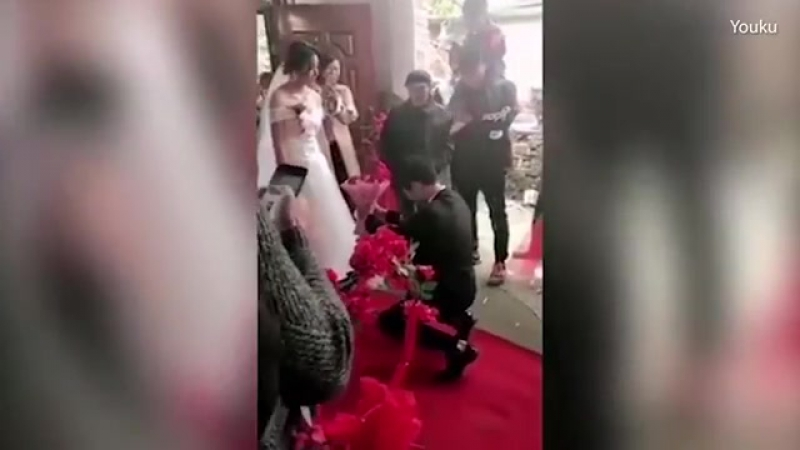 Woman refuses boyfriends proposal wedding
