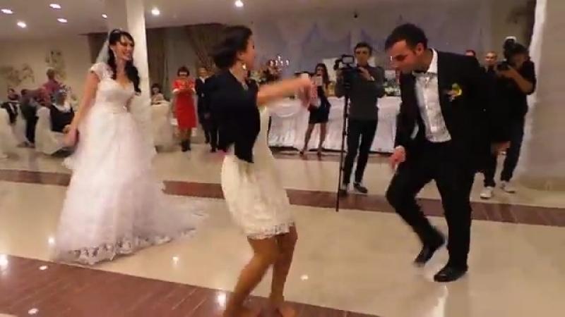 Девушка танцует лезгинку (360p).mp4