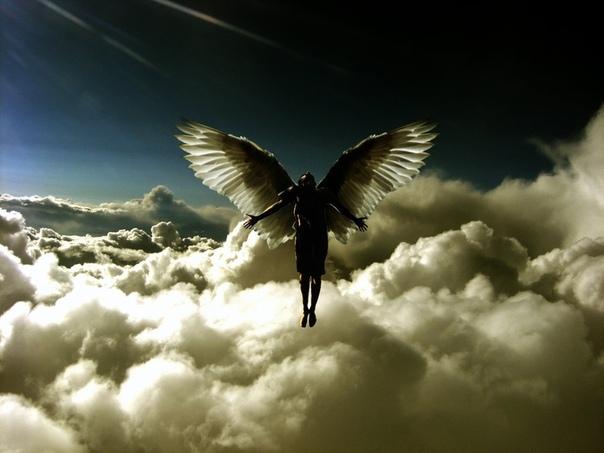 Ангел-хранитель Первоклассница Даша, каждый день ходит в школу с большим ранцем за спиной. Всех детей кто-то провожает и забирает: мамы, папы, старшие братья, бабушки, и только Даша всегда идёт