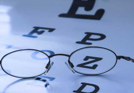 Регулярные обследования глаз могут помочь выявить нарушения зрения или расстройства на ранней стадии.