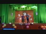 Валентина Потолицына и Виктория Осипова с сценкой