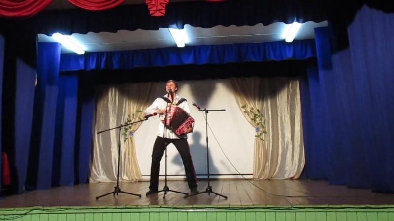 Игорь Шипков народный гармонист в с.Сура с концертом.
