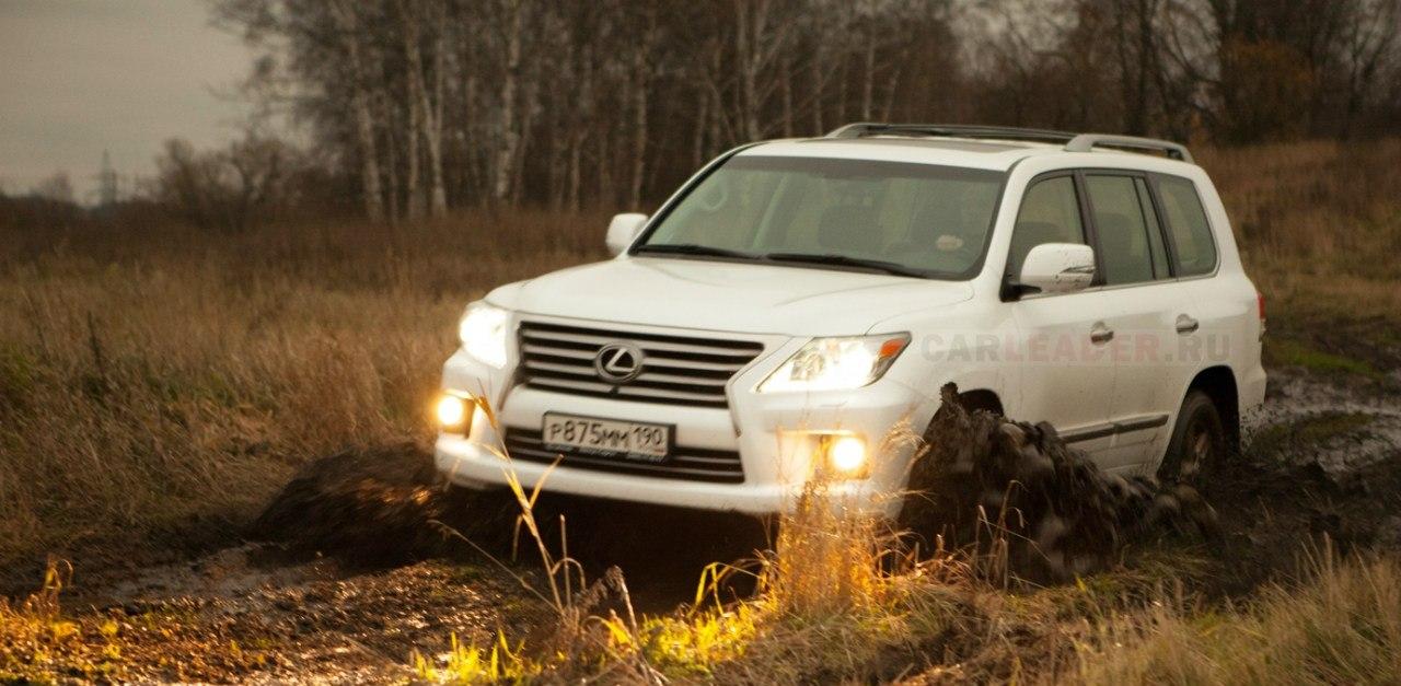На Lexus LX 570 2012 не стыдно и в поле