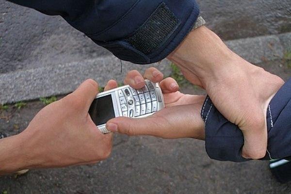 В Таганроге задержан подросток, укравший у школьника сотовый телефон