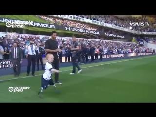 Сделай это! - 8-летний мальчик-инвалид играет в футбол на переполненном стадионе