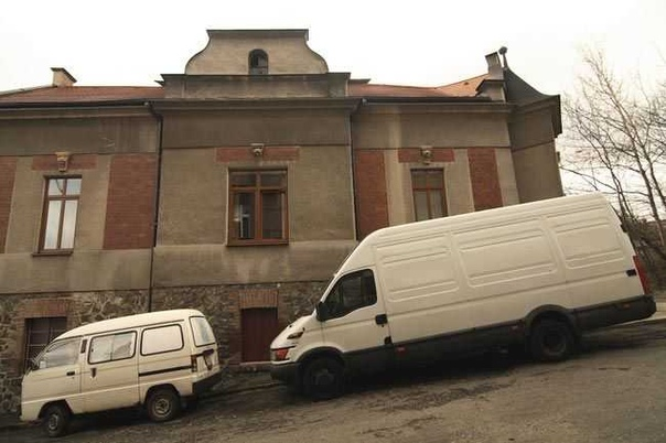На первый взгляд, это дряхлый старый фургон. Но стоит сделать один шаг — и ты будешь в восторге! «Самый ужасный вопрос в Москве — квартирный», — написал однажды Михаил Афанасьевич Булгаков. И