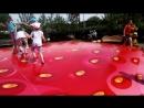 Весело весело прыгать на батуте