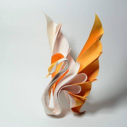 Впечатляющие оригами, созданные в технике мокрого складывания Вьетнамский художник Хоанг Тьен Кует (Hoang Tien Quyet) любит складывать бумагу с самого детства. Когда он подрос, не перестал
