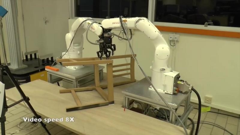 Роботы собирают икеевский стул