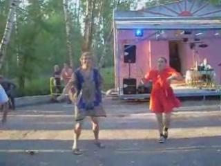Владимир Фомин пляшет в кинешемском парке