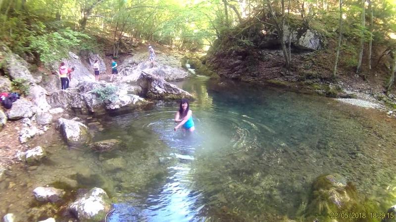 Я принимаю ванну любви. Голубое озеро. Горное озеро. Всего 4 * вода. Воздух 25*.