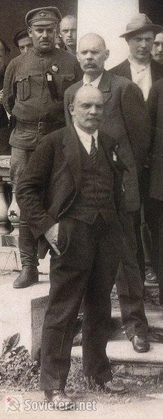 В. И. Ленин и М. Горький на 2-м Конгрессе Коминтерна в Петрограде.
