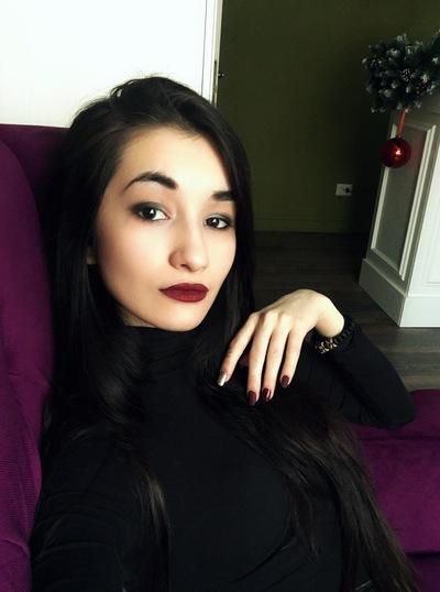 Mikaella Key