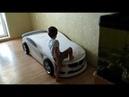 Первая встреча Никиты с новой кроватью Никита изучает новую БМВ Кровать машина БМВ М белая